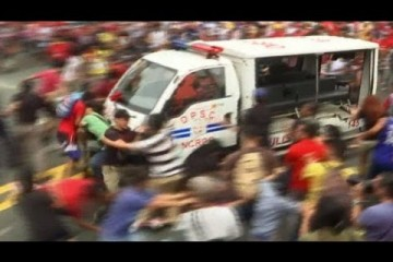 filipino-police-car-driving-into-protesters-like-a-video-game