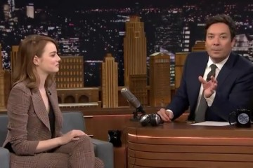jimmy-fallon-has-to-guess-what-emma-stone-is-whispering