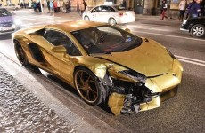 crash-gold-lamborghini-aventador-poland-2017