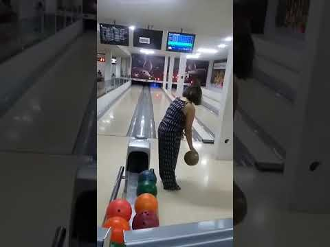This Brazilian Woman's Bowling Fail is Almost Unbelievable