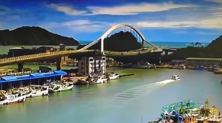 Suspension Bridge in Taiwan Collapses