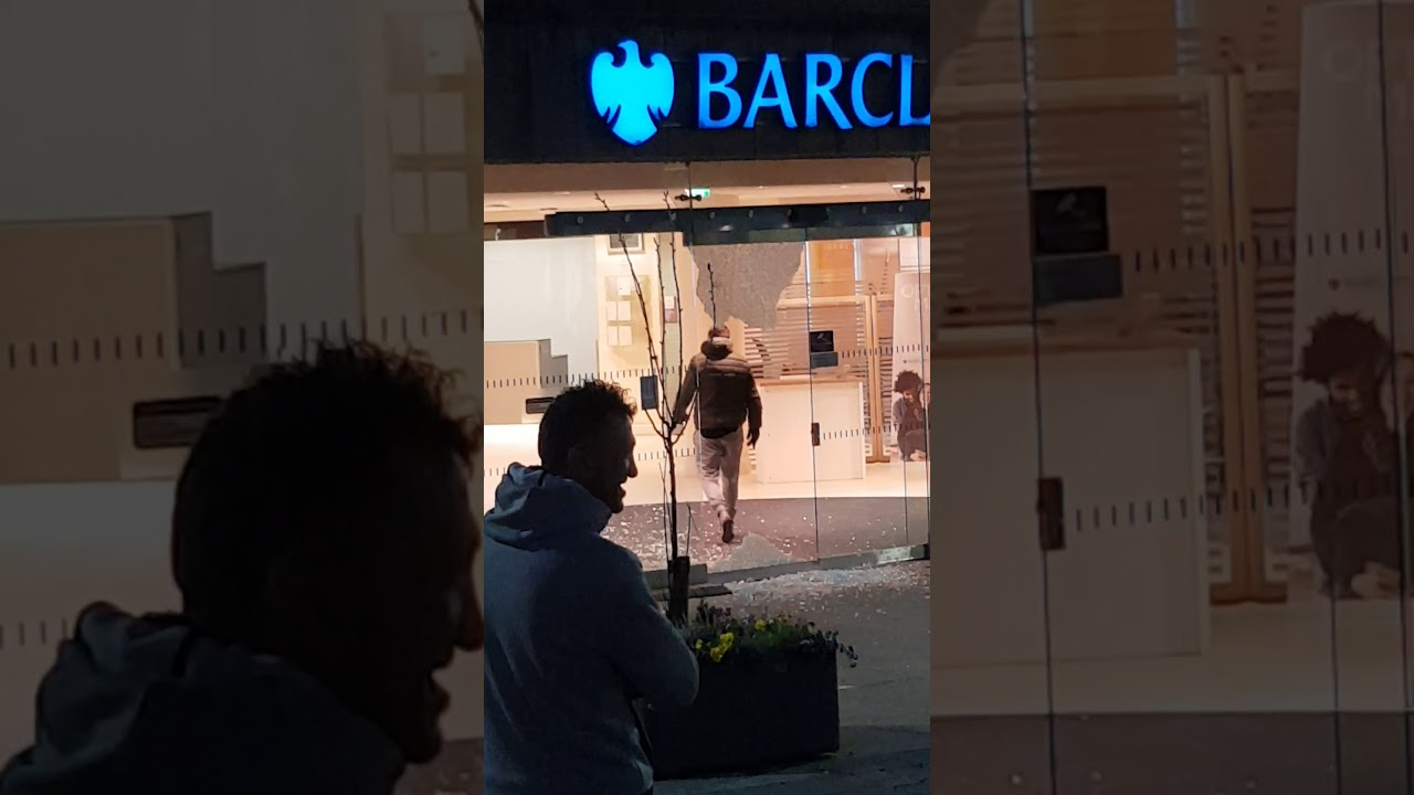 Man Breaks Into A Bank, Backs Off Due To Smoke