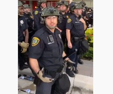 S*x Worker Protesting Offers S*x To Any Cop Who Quits The Force!